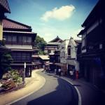 成田山参道の街並み。